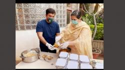 EX Mp Dhananjay Mahadik Making Food Packets for Needy