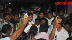 ncp workers creatr ruckus in mla rohit pawar felicitation program in jalgaon