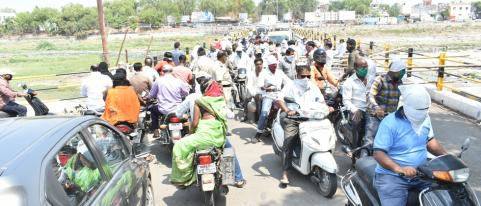 Large Crowd Still Visible in Dhule during Lock Down Period