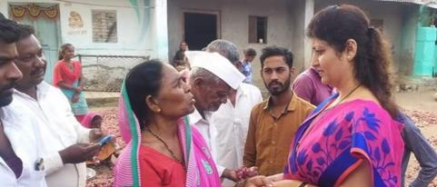 NCP Women Wing President Roopali Chkankar Visited Farms in Dhule District