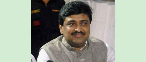 guardian minister ashok chavan works in nanded since last two weeks to fight coronavirus