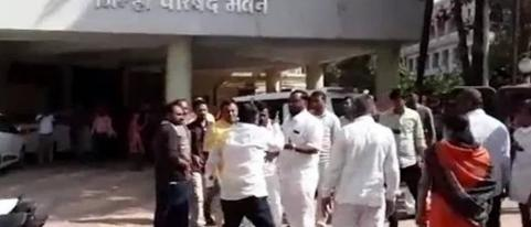 Bjp Member Created Muddle on Road For Presidents Post in Jalgaon