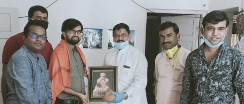 MNS Felicitated Doctor Who Treated First Corona Patient
